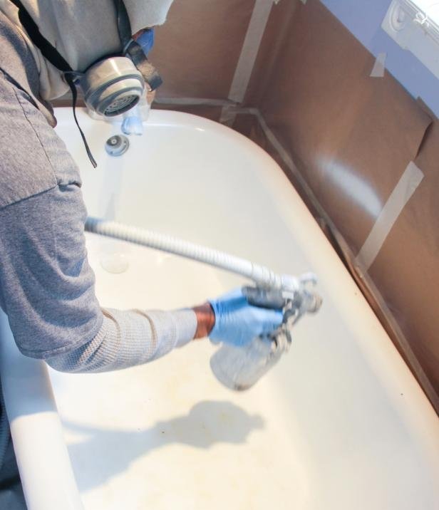 Refinishing a bath | Image credit: DIY Network
